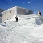 Уборка снега, очистка дороги к дому, дворика от снега фото