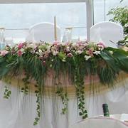 Аренда инвентаря для проведения праздников, Украшение площадки живыми цветами, Драпировки из ткани, Оформление воздушными шарами, Техническое обеспечение свадьбы. фото