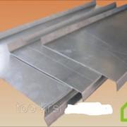 Парапет Парапет - представляет собой невысокую сплошную стенку, которая защищает, необходимую поверхность, от механических повреждений, а также от негативного воздействия внешней среды, атмосферных осадков. фото
