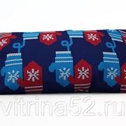 "Декоративная подушка ""Новогодние варежки"" фото"