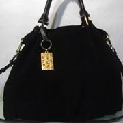 Замшевая черная сумка кожаные ручки (золото) фото