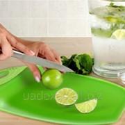 Посуда Dexas.доска разделочная с бортиком фото
