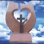 """Элитный гранитный памятник """"Воздушное сердце с крестом"""" E-24 фото"""
