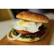 Доставка гамбургеров - С говядиной и яйцом фото