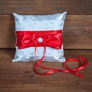 Свадебная подушечка для колец с красной лентой (арт. CR-205) фото