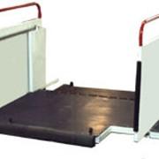 Верхняя площадка самоходного пассажирского трапа фото