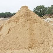 Карьерный песок. Продажа с доставкой самосвалами фото