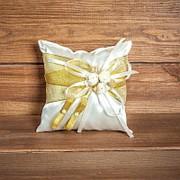 Подушечка для колец золотистая с розочками (арт. CR-016) фото