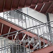 Лестница из металла фото