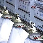 Услуги машинной вышивки на текстиле и готовых изделиях фотография