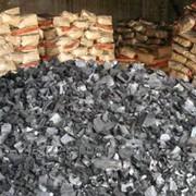 Древесный уголь с высокой теплотой сгорания фото