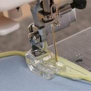 Лапка бытовая для потайной молнии пластик вертикпльный челнок фото