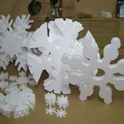 Снежинки, снеговики, елки, звери ,камины, фигуры из пенопласта фото