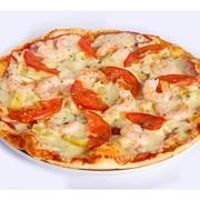 Пицца с креветками, ананасом и ветчиной фото