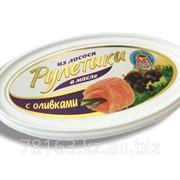 Рулетики из лосося в масле с оливками фото