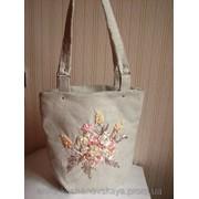 Летняя вышитая сумка Светлые розы модель 68 фото