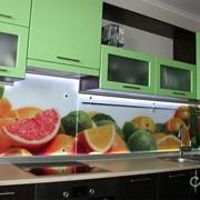 Стеклянные кухонные фартуки, панели, панно и экраны фото