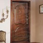 Входная дверь – надежный защитник Вашего дома. Кроме того, именно на неё обращают в первую очередь внимание посетители. Вы можете заказать двери из разной древесины - сосна, бук, дуб. Также двери можно тонировать под любой интерьер. Мы используем только фото