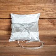 Свадебная подушечка для колец с кружевом серебристого цвета (арт CR-215) фото