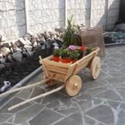 Деревянная тележка в сад маленькая фото