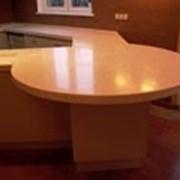 Изготовление встроенной кухонной мебели и техники на заказ - Литьевой мрамор фото
