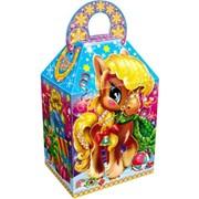 Новогодняя коробка для детских подарков фото