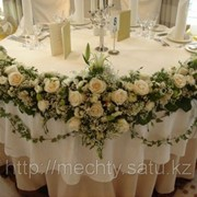Живой букет, розы, гипсофилия, зелень в Алматы фото
