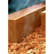 Изготовление древесной щепы. фото
