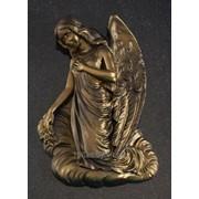 Ангел на облаке (барельеф) фото