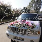 Оформление свадебной машины цветами фото