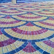Укладка тротуарной плитки. фото