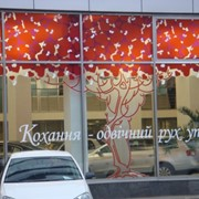 Изготовление и поклейка рекламы на окна фото
