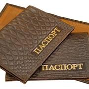 Обложки для паспорта из натуральной тисненной кожи. фото