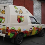 Реклама на транспорте. Изготовление и монтаж наклеек на кузов авто и мото транспорта. фото