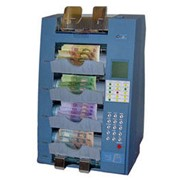 Пятикарманный сортировщик банкнот KISAN K-500 выполняет сортировку по годам выпуска, ветхости, ориентации и номиналу с пересчетом, имеет встроенные детекторы образа, UV, MG, IR и SD. фото