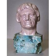 Скульптурный портрет изготовим любой сложности под заказ. фото